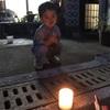 【田舎の夜】平日の雨上がりはちょいと早い花火で子供と遊ぼう。小さい思い出が日常を彩る。