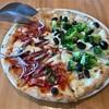 🚩外食日記(595)    宮崎ランチ   「ラ フォルトゥーナ (La Fortuna)」⑨より、【3種チーズのピザ】【サラミと玉ねぎ&ブロッコリーとアンチョビのピザ】【キノコとイカのペペロンチーノ】‼️