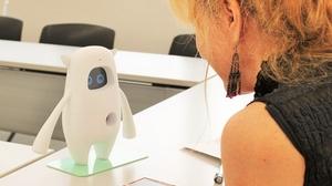 英会話ロボットMusioとネイティブスピーカーが英会話をするとどうなる?