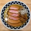 【今週のラーメン3540】 超多加水自家製手揉麺 きたかた食堂 (東京・神保町) 肉そば・塩煮干 〜何ともじっとり感ありありの塩煮干!塩気で引き出す煮干エキス!豚エキスのプラットフォームも見事なのだ!