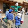 3年生の案山子.       Die 3Klässler bauen Kakashi Vogelscheuche
