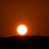 5月20日(月)の夕日と月