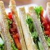 常温でおいていても腐らないサンドイッチは食べない。