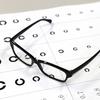 息子の視力が下がってきている。小学生の30%は近視になっている!?視力回復の方法は?