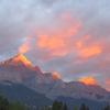 山が赤く染まる朝、カナディアンロッキーは感動モノ♪♪