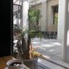 神戸元町のスタイリッシュなカフェ「コンパルティール・ヴァロール」