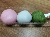 セブンの「春の三色団子」のさくらあんのお団子が美味しい。濃い桜味を楽しもう。三色団子美味しいよ。