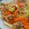【簡単レシピ】 豚小間肉とキャベツとニンジンを使った焼きそば