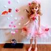 ピンクのひざ丈のドレス