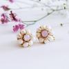 梅から桜へ。薄桃色の季節に身に付けたい、雪見桜の刺繍イヤリング