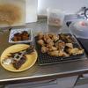 幸運な病のレシピ( 1151 )朝:50円カレイ塩焼き、50円カレイ唐揚げ、鶏唐揚、かぼちゃ煮つけ、味噌汁、チジミ下ごしらえ