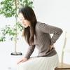 【めちゃ非常識!】足を組んで椅子に座るだけで・・・あなたの椅子に座って腰が痛い悩みが解決します!