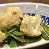 豊洲の「米花」で鶏つくねのすき煮、フグ汁、カリフラワーとサヤエンドウの炒めもの。