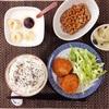 コロッケ、小粒納豆、バナナヨーグルト。
