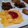 お盆の上の朝食