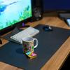 デスク周りの整理; マイクロファイバークリーナーと大きめのデスクマット