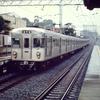 この1枚から 雨の中を走り去る営団3000系・1986年頃の多摩川園駅