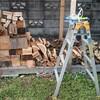薪ストーブ始生代46 薪小屋の屋根のコーキング(なんちゃって)