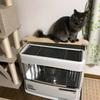 【ダイソー】ワイヤーネットで猫のコード噛み対策。ストーブ裏の配線ガードを強化!