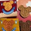ディズニーランド土産の ミッキーのワッフルクッキーだよ
