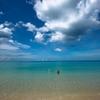 ターコイズブルーな空の日はカロンビーチを歩いてMr.Coffeeで一休み・僕が伝えたいプーケット