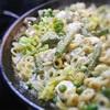 グリーンピース、アスパラ、ブロッコリーのグリーン野菜のパスタパエリア