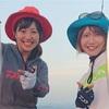 鹿児島の海で、みっぴさんとはしゃぐ、うぉー!タチウオー!