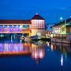 幻想的な光:新湊・内川の十楽の市