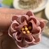 つまみ細工  丸つまみで作るコロコロのお花の作り方