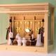 シンプルな神棚ゆえに神具をしっかり飾るとそれだけで十分
