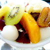 季節のフレッシュフルーツいっぱいのあんみつ