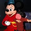 ミッキーマウスとの初対面は楽しく笑いの絶えない時間でした。