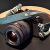 イタリアンレザーが映える。Flathorityが作る大人のカメラストラップ
