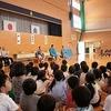 お相撲さんとの交流会① 準備運動、1年生の挑戦
