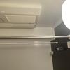 浴室乾燥機を突っ張り棒で有効活用する