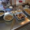 幸運な病のレシピ( 676 ) 夜:里芋汁、モツ煮、イカ煮付け、ブリカマ50円、マダラ子煮付け、焼きビーフン