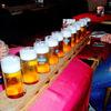 ドイツ・ケルンでグラス11杯のビールがスキー板みたいなトレイで運ばれてきた