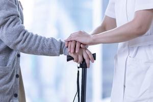 訪問リハビリテーションとは? 自宅でリハビリが受けられる介護保険サービス