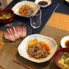 ごはん、肉じゃが、鰤のお刺身、ブロッコリーと揚げの味噌汁