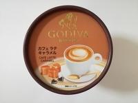 コンビニ限定「ゴディバ」カフェラテキャラメルが完成度の高い甘さ。しっかりとした甘さを楽しむアイスである。