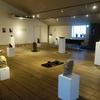 石地蔵作家の土屋誠一さんと、陶芸家の鈴木青宵さんの合同作品展
