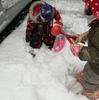 1歳5ヶ月、初めての雪遊び体験。