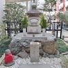 誓願寺の扇塚。