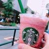 スターバックスコーヒーのピーチ ピンク フルーツ フラペチーノ/果肉ゴロゴロで吸いづらい笑