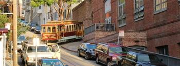 【サンフランシスコ】坂と車と路面電車のある街並み📷