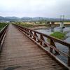 一級河川に架かる木の橋