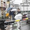 """フライデーが報じる、川崎市の""""開かずの踏切"""" 遮断機が下りても通行数十人の無法地帯"""