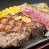 一人暮らしの夜に捧げるチキンステーキと牛肉のステーキ