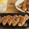 鶏むねを皮パリに焼くなんて朝メシ前だった「皮パリチキンの黒こしょう鬼まぶし」【山本リコピン】
