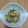 納豆+アボガドの組み合わせを食べ始める。